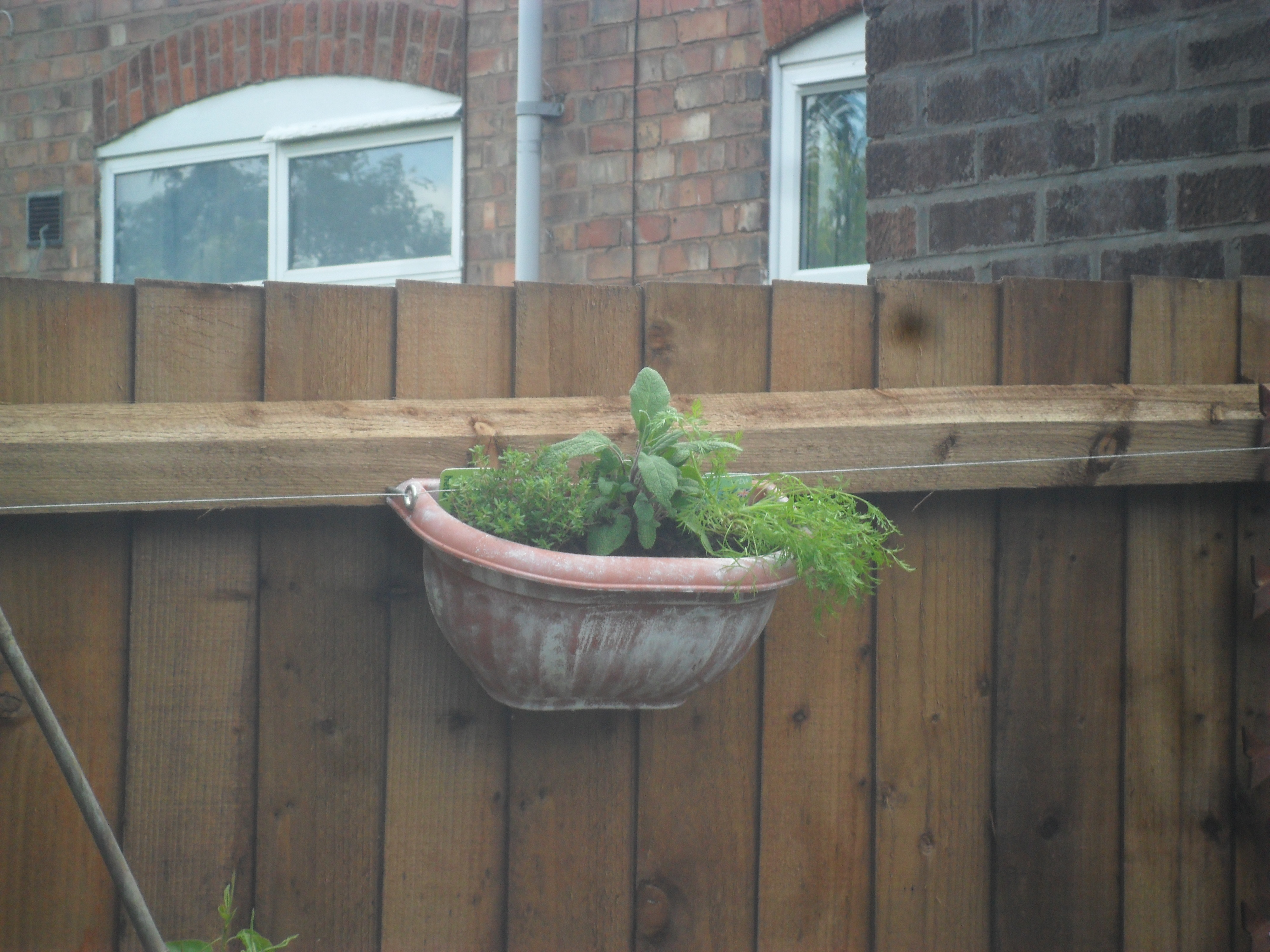 how to make concrete pots look old